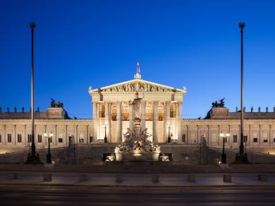 Parlament_Wien_abends